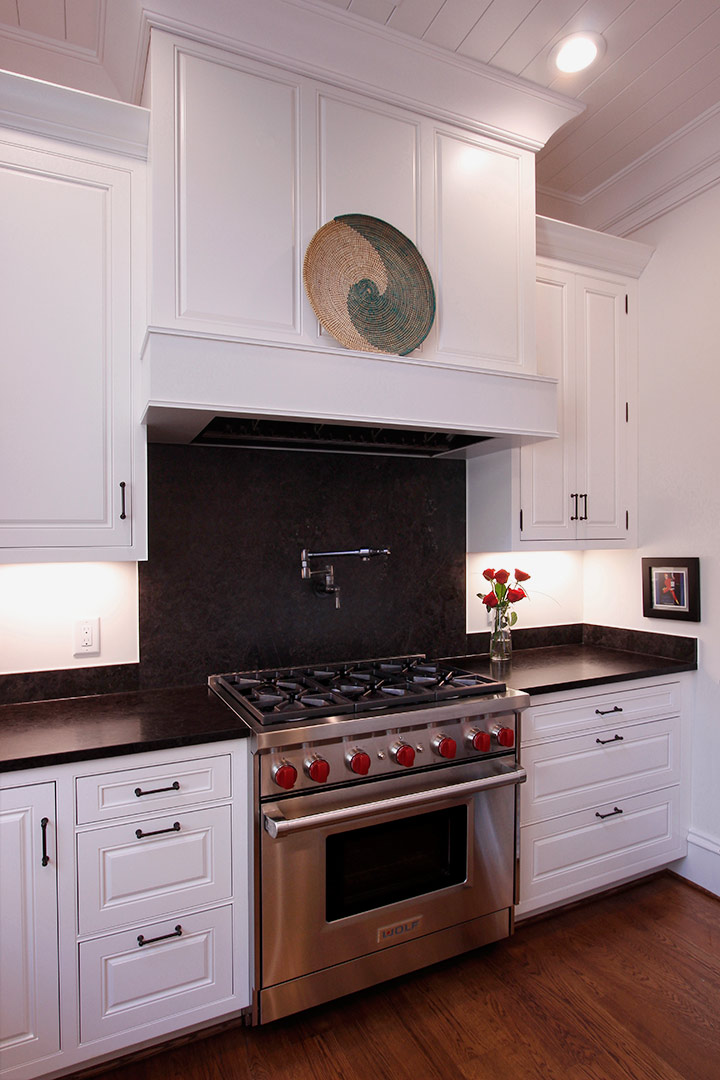 Chapel Hill Traditional Kitchen Design and Remodel - Wolf Stove
